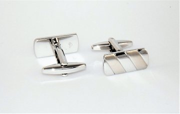 Klasické stříbrné manžetové knoflíčky se saténově broušenými pruhy ve tvaru obdélníku - 3
